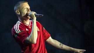Zamárdi, 2016. július 7. Macklemore (Ben Haggerty) az amerikai Macklemore & Ryan Lewis koncertjén a Balaton Sound fesztivál nyitónapján Zamárdiban 2016. július 6-án este. MTI Fotó: Mohai Balázs