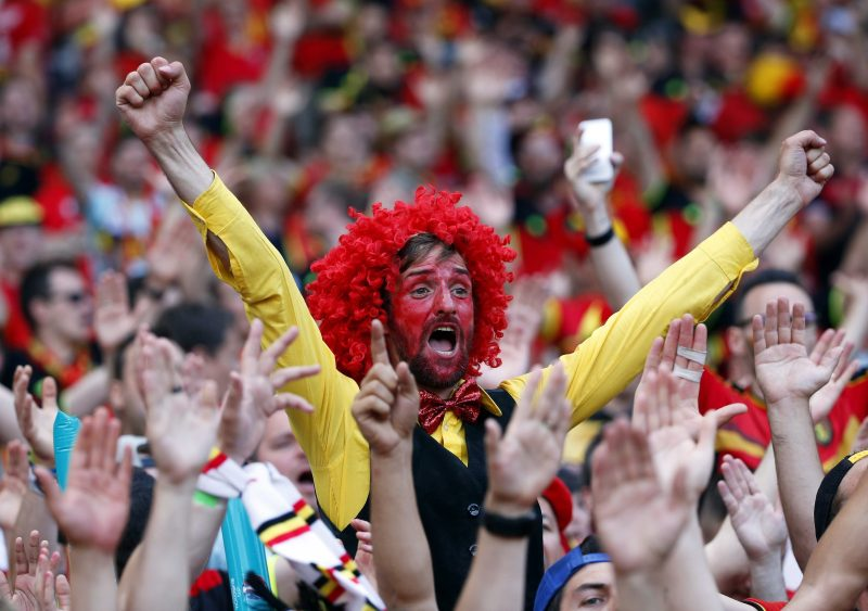 Toulouse, 2016. június 26. Belga szurkolók a franciaországi labdarúgó Európa-bajnokság nyolcaddöntõjének Magyarország - Belgium mérkõzése elõtt a Toulouse-i Városi Stadionban 2016. június 26-án. (MTI/EPA/Rungrodzs Jongrit)