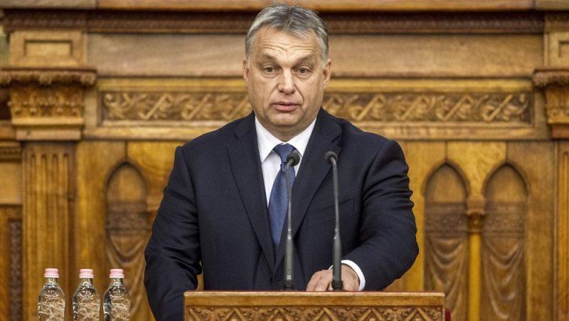 Budapest, 2016. november 10. Orbán Viktor miniszterelnök beszédet mond a Szent Márton és Európa címû ünnepi konferencián az Országház Felsõházi termében 2016. november 10-én. MTI Fotó: Szigetváry Zsolt