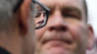 Budapest, 2017. április 5. Szemüveg lencséjében látszódik Botka Lászlónak, az MSZP miniszterelnök-jelöltjének arca a kormányfõjelölt Tegyünk igazságot! Fizessenek a gazdagok! címmel tartott utcafórumán a XVIII. kerületi Havanna lakótelepen 2017. április 5-én. MTI Fotó: Kovács Tamás