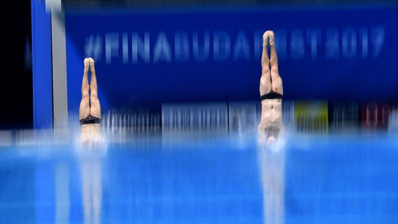Budapest, 2017. július 15.A svájci Gulliaume Dutoit és Simon Rieckhoff a férfi 3 méteres szinkronugrás selejtezőjében a 17. vizes világbajnokságon a fővárosi Duna Arénában 2017. július 15-én.MTI Fotó: Illyés Tibor