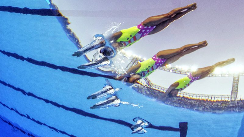 Budapest, 2017. július 19.A mexikói csapat a 17. vizes világbajnokság szinkronúszás szabadgyakorlatának selejtezőjében a Városligetben 2017. július 19-én. (MTI/EPA/Patrick B. Kraemer)