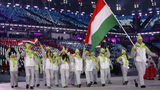 Phjongcshang, 2018. február 9.Nagy Konrád viszi Magyarország zászlaját bevonuláskor a phjongcshangi téli olimpia megnyitóján az olimpiai stadionban 2018. február 9-én. (MTI/AP /Jae C. Hong)