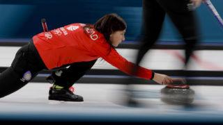 Kangnung, 2018. február 20.Eve Muirhead brit csapatkapitány a női curling selejtezőjében játszott Japán - Nagy-Britannia mérkőzésen, a phjongcshangi téli olimpián a Kangnung Curlingközpontban 2018. február 20-án. (MTI/AP/Natacha Pisarenko)