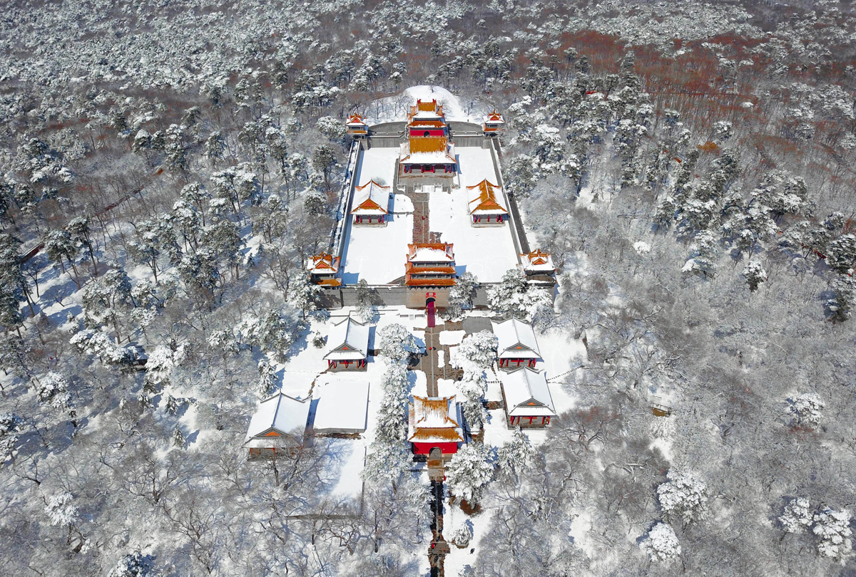 This photo taken on March 15, 2018 shows an aerial view of the Beiling Park after snowfall in Shenyang in China's northeastern Liaoning province. / AFP PHOTO / - / China OUT