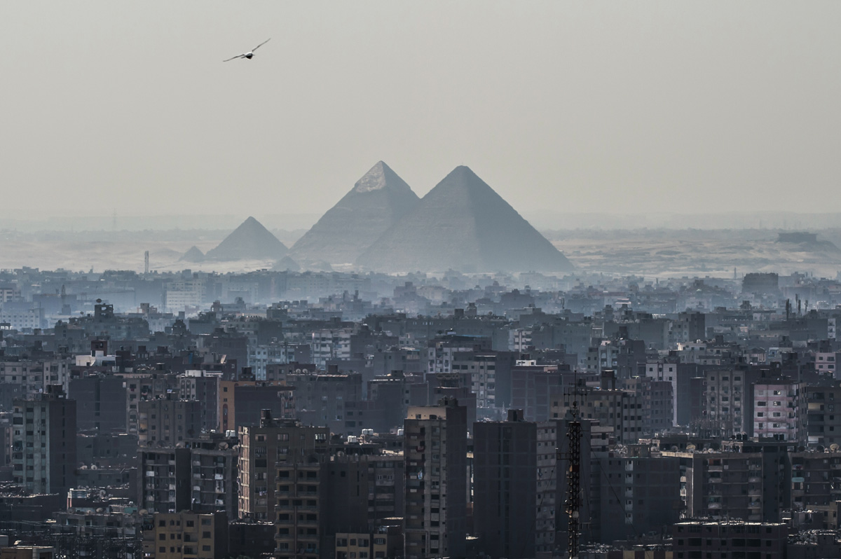 A picture taken on February 28, 2018 shows a view of the Pyramids of Giza on the southwestern outskirts of the Egyptian capital Cairo. / AFP PHOTO / KHALED DESOUKI