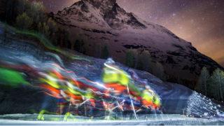 Zermatt, 2018. április 18.A Gleccser Őrjárat elnevezésű síverseny résztvevői a Matterhorn-hegycsúcs előtt a svájci Zermatt üdülőváros közelében 2018. április 17-én. A kétévenként megrendezésre kerülő extrém verseny során lehetőség van a rövidebb, 53 kilométeres és a normál, 110 kilométeres táv teljesítésére. Az első ilyen jellegű versenyt eredetileg a svájci hadsereg szervezte a második világháború idején, hogy tesztelje a katonák állóképességét. (MTI/EPA/Valentin Flauraud)