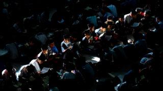 Medan, 2018. május 17.Indonéz fiúdiákok a Koránt olvassák az ar-Raudhatul Haszanah bentlakásos iszlám iskolában, az észak-szumátrai Medanban 2018. május 17-én, a mohamedán szent böjti hónap, a ramadán kezdetén.(MTI/EPA/Dedi Sinuhaji)