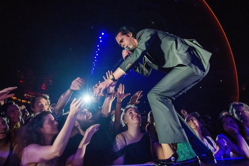 Budapest, 2018. június 21. Nick Cave ausztrál rockzenész a Nick Cave and the Bad Seeds koncertjén a Papp László Budapest Sportarénában 2018. június 21-én. MTI Fotó: Balogh Zoltán
