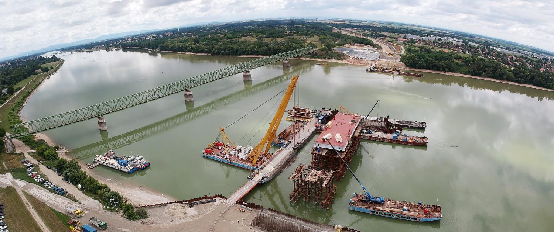 Révkomárom, 2018. június 28. A drónnal készült felvételen az épülõ új komáromi Duna-híd 2018. június 28-án. MTI Fotó: Krizsán Csaba