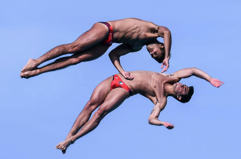 A mexikói Andres Villareal és Ivan Garcia a 2018-as Közép-amerikai és Karib-szigeteki Játékok 10 méteres műugró szám döntőjében. Fotó: AFP / LUIS ACOSTA