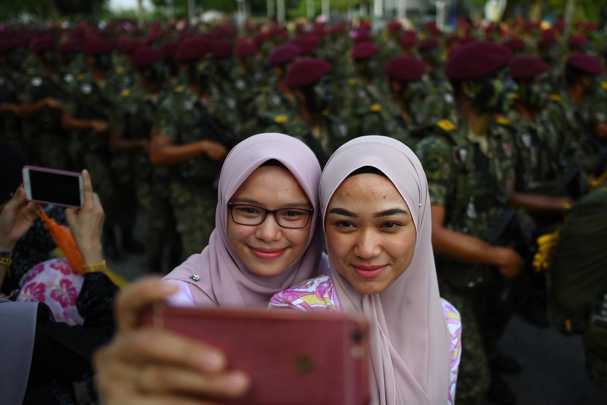 Díszszemle a Malajzia brit gyarmati uralom alóli 1957-es felszabadulásának évfordulóján, a függetlenség napján Putrajayában 2018. augusztus 31-énAugust 29, 2018.Malaysia will celebrate its 61st National Day on August 31 to commemorate the independence of the Federation of Malaya from British rule on August 31, 1957. / AFP PHOTO / Manan VATSYAYANA