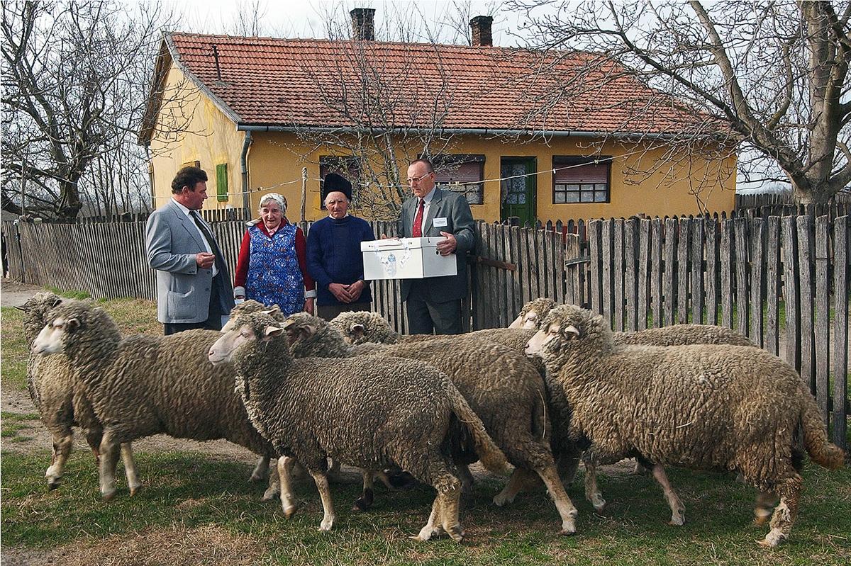 Petróczi László és felesége tanyájukon szavaztak az országgyűlési választáson. - Bugac, 2006. ápr. 9., vasárnap / MTI fotó: Ujvári Sándor