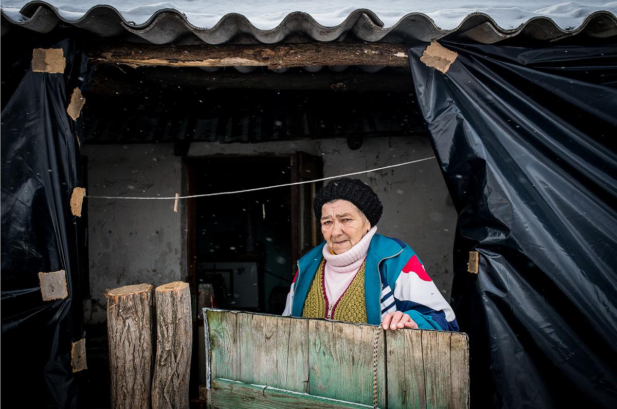 Várkonyi Balázsné az év leghidegebb napján alkalmi otthonában- Csemő, 2018. febr. 27., kedd /MTI fotó: Ujvári Sándor