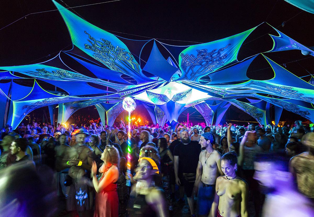 Siófok, 2018. augusztus 8.Fesztiválozók a Samsara Jóga és Zenei Fesztiválon a Siófokhoz tartozó Töreki közelében lévő magánerdőben 2018. augusztus 7-én este.MTI Fotó: Mohai Balázs