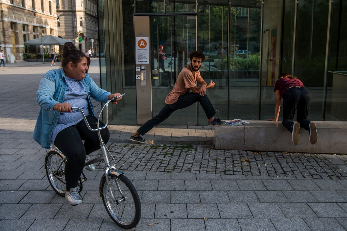 Budapest, 2018. szeptember 3. A Shapers címû köztéri táncelõadásra készülnek a francia Ex Nihilo társulat tagjai a PLACCC fesztiválon a fõvárosi Rákóczi téren 2018. szeptember 3-án. MTI Fotó: Balogh Zoltán