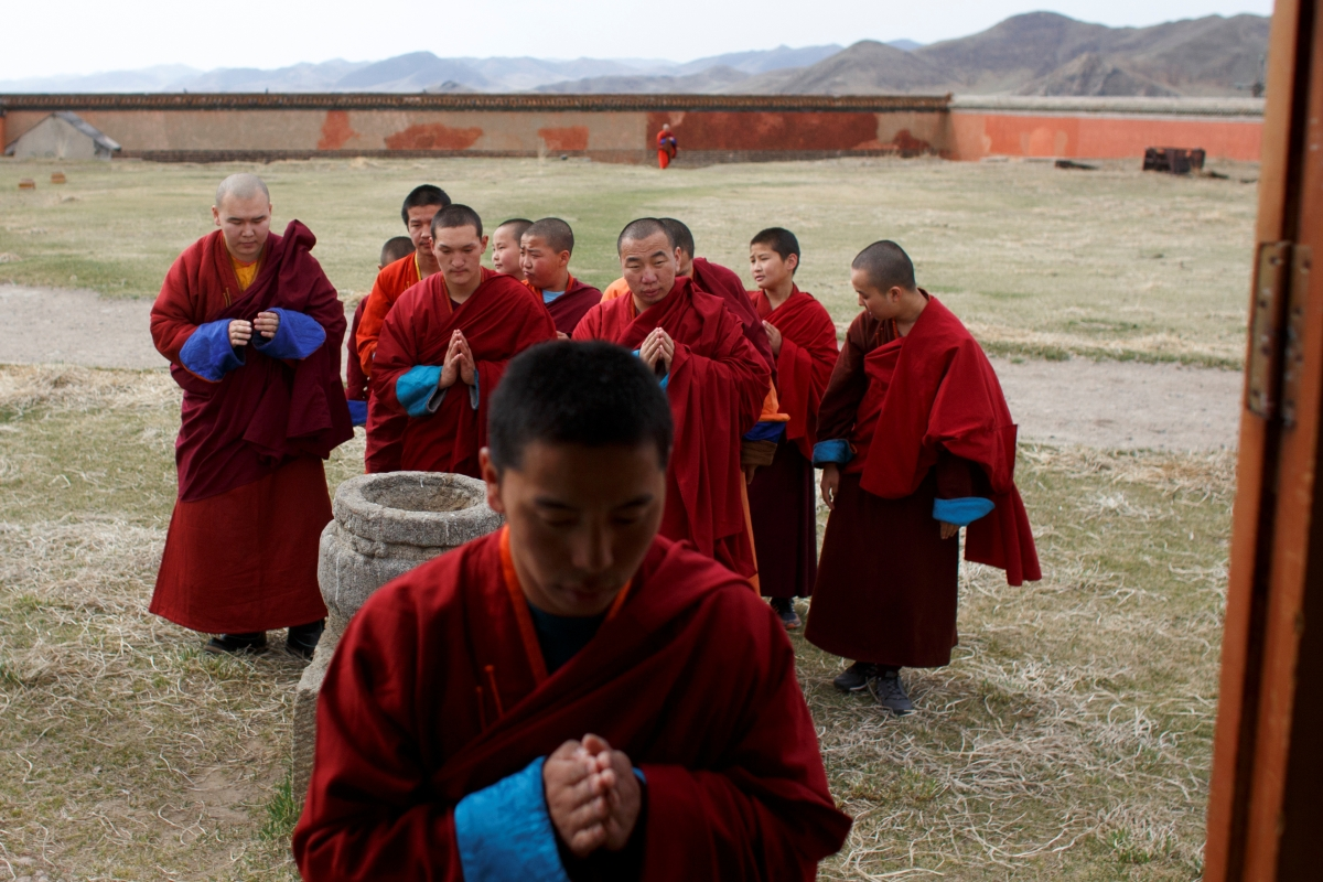 """Buddhist monks enter a ger, a traditional Mongolian tent, for afternoon prayers at the Amarbayasgalant Monastery in the Baruunburen district, Selenge province, Mongolia, April 26, 2018. REUTERS/Thomas Peter  SEARCH """"MILLENNIAL MONKS"""" FOR THIS STORY. SEARCH """"WIDER IMAGE"""" FOR ALL STORIES."""