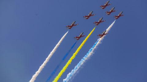 Csuhaj, 2018. november 6.A kínai légierő K-8-as Red Falcon kiképző harci gépei formációban repülnek a kínai nemzetközi hadiipari légibemutatón a kínai Kuangcsou tartománybeli Csuhajban 2018. november 6-án.MTI/EPA/Aleksandar Plavevszki