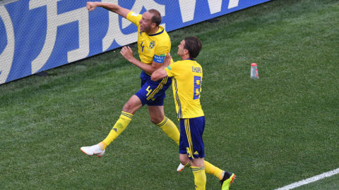 Sweden's defender Andreas Granqvist (L) celebrate after scoring a penalty during the Russia 2018 World Cup Group F football match between Sweden and South Korea at the Nizhny Novgorod Stadium in Nizhny Novgorod on June 18, 2018. / AFP PHOTO / Dimitar DILKOFF / RESTRICTED TO EDITORIAL USE - NO MOBILE PUSH ALERTS/DOWNLOADS