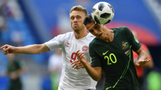 Australia's defender Trent Sainsbury (R) beats Denmark's forward Nicolai Jorgensen (L) to a header during the Russia 2018 World Cup Group C football match between Denmark and Australia at the Samara Arena in Samara on June 21, 2018. / AFP PHOTO / Fabrice COFFRINI / RESTRICTED TO EDITORIAL USE - NO MOBILE PUSH ALERTS/DOWNLOADS