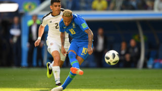 Brazil's forward Neymar takes a shot during the Russia 2018 World Cup Group E football match between Brazil and Costa Rica at the Saint Petersburg Stadium in Saint Petersburg on June 22, 2018. / AFP PHOTO / OLGA MALTSEVA / RESTRICTED TO EDITORIAL USE - NO MOBILE PUSH ALERTS/DOWNLOADS