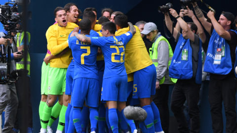 Brazil's players celerbate their goal during the Russia 2018 World Cup Group E football match between Brazil and Costa Rica at the Saint Petersburg Stadium in Saint Petersburg on June 22, 2018. / AFP PHOTO / OLGA MALTSEVA / RESTRICTED TO EDITORIAL USE - NO MOBILE PUSH ALERTS/DOWNLOADS