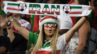 An Iran fan cheers prior to the Russia 2018 World Cup Group B football match between Iran and Portugal at the Mordovia Arena in Saransk on June 25, 2018. / AFP PHOTO / Filippo MONTEFORTE / RESTRICTED TO EDITORIAL USE - NO MOBILE PUSH ALERTS/DOWNLOADS