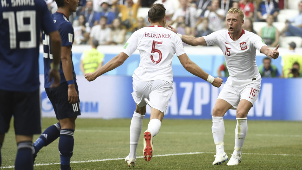 Poland's defender Jan Bednarek (C) celebrates with Poland's defender Kamil Glik after scoring the opener during the Russia 2018 World Cup Group H football match between Japan and Poland at the Volgograd Arena in Volgograd on June 28, 2018. / AFP PHOTO / Philippe DESMAZES / RESTRICTED TO EDITORIAL USE - NO MOBILE PUSH ALERTS/DOWNLOADS