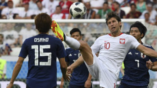 Poland's midfielder Grzegorz Krychowiak controls the ball during the Russia 2018 World Cup Group H football match between Japan and Poland at the Volgograd Arena in Volgograd on June 28, 2018. / AFP PHOTO / Mark RALSTON / RESTRICTED TO EDITORIAL USE - NO MOBILE PUSH ALERTS/DOWNLOADS