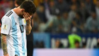 Argentina's forward Lionel Messi reacts during the Russia 2018 World Cup Group D football match between Argentina and Croatia at the Nizhny Novgorod Stadium in Nizhny Novgorod on June 21, 2018. / AFP PHOTO / Johannes EISELE / RESTRICTED TO EDITORIAL USE - NO MOBILE PUSH ALERTS/DOWNLOADS
