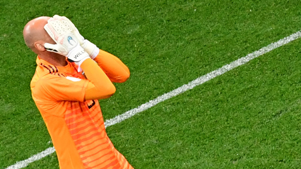 Argentina's goalkeeper Willy reacts after Croatia's goal during the Russia 2018 World Cup Group D football match between Argentina and Croatia at the Nizhny Novgorod Stadium in Nizhny Novgorod on June 21, 2018. / AFP PHOTO / Martin BERNETTI / RESTRICTED TO EDITORIAL USE - NO MOBILE PUSH ALERTS/DOWNLOADS