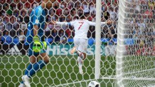 20 June 2018, Russia, Moscow: Soccer, World Cup, Portugal vs Morocco, group B preliminary, at the Luzhniki Stadium. Morocco's goalkeeper Munir (l) and Portugal's Cristiano Ronaldo. Photo: Federico Gambarini/dpa