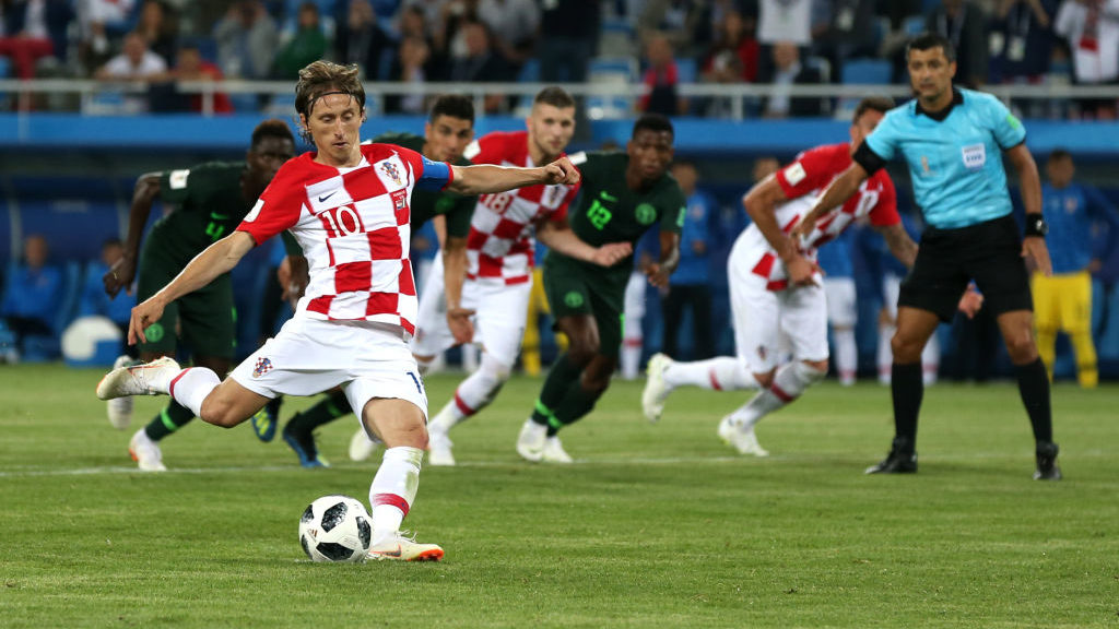 KALININGRAD, RUSSIA - JUNE 16:  Luka Modric of Croatia scores his team's second goal from the penalty spot during the 2018 FIFA World Cup Russia group D match between Croatia and Nigeria at Kaliningrad Stadium on June 16, 2018 in Kaliningrad, Russia.  (Photo by Francois Nel/Getty Images)