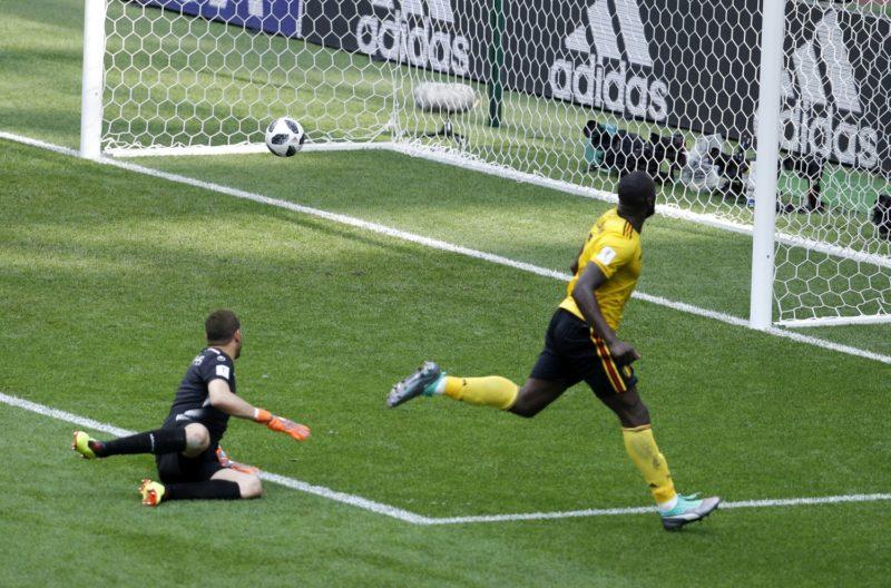 Moszkva, 2018. június 23. A belga Romelu Lukaku (j) második gólját szerzi az oroszországi labdarúgó-világbajnokság G csoportjának második fordulójában játszott Belgium – Tunézia mérkõzésen a moszkvai Szpartak Stadionban 2018. június 23-án. (MTI/AP/Victor Caivano)