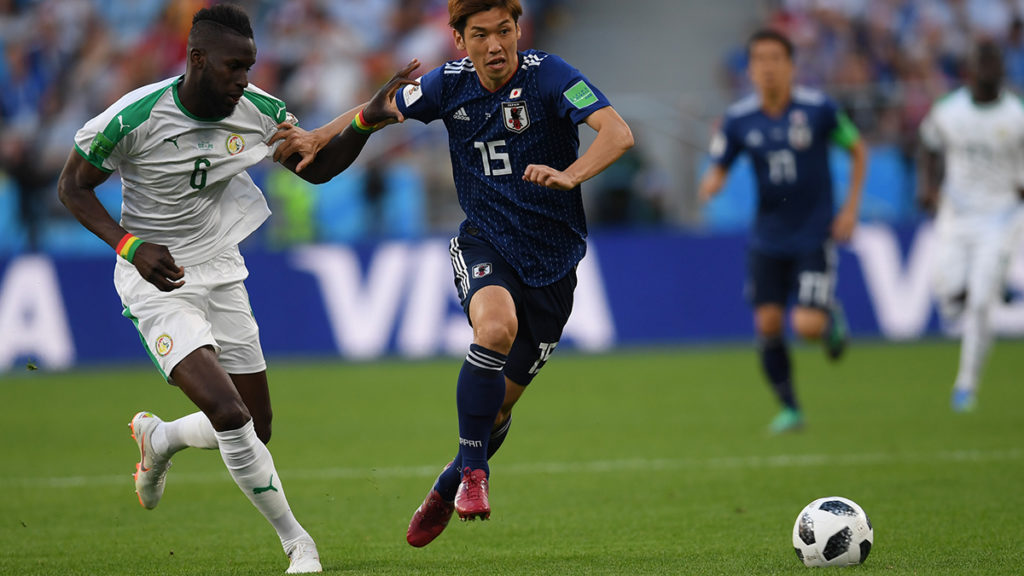 Senegal's defender Salif Sane (L) vies with Japan's forward Yuya Osako during the Russia 2018 World Cup Group H football match between Japan and Senegal at the Ekaterinburg Arena in Ekaterinburg on June 24, 2018. / AFP PHOTO / JORGE GUERRERO / RESTRICTED TO EDITORIAL USE - NO MOBILE PUSH ALERTS/DOWNLOADS
