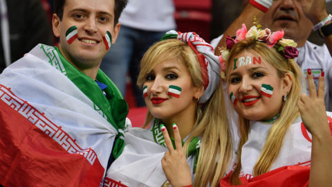 Iran supporters pose for a picture ahead of the Russia 2018 World Cup Group B football match between Iran and Spain at the Kazan Arena in Kazan on June 20, 2018. / AFP PHOTO / SAEED KHAN / RESTRICTED TO EDITORIAL USE - NO MOBILE PUSH ALERTS/DOWNLOADS