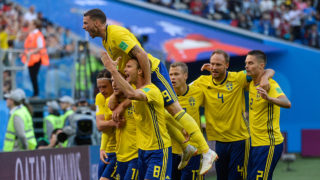 Sweden's players celebrate after midfielder Emil Forsberg scored during the Russia 2018 World Cup round of 16 football match between Sweden and Switzerland at the Saint Petersburg Stadium in Saint Petersburg on July 3, 2018. / AFP PHOTO / Olga MALTSEVA / RESTRICTED TO EDITORIAL USE - NO MOBILE PUSH ALERTS/DOWNLOADS