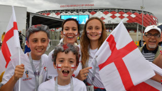 England's supporters pose before the Russia 2018 World Cup round of 16 football match between Colombia and England at the Spartak Stadium in Moscow on July 3, 2018. / AFP PHOTO / Yuri CORTEZ / RESTRICTED TO EDITORIAL USE - NO MOBILE PUSH ALERTS/DOWNLOADS