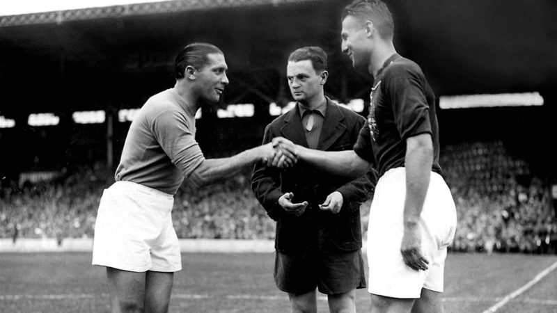 French referee Georges Capdeville (C) looks on as the captains of the Italian and Hungarian national soccer teams Giuseppe Meazza (L) and Gyorgy Sarosi shake hands before the start of the World Cup final between the two countries, 19 June 1938 in Colombes, in the suburbs of Paris.  AFP PHOTO / AFP PHOTO / STAFF