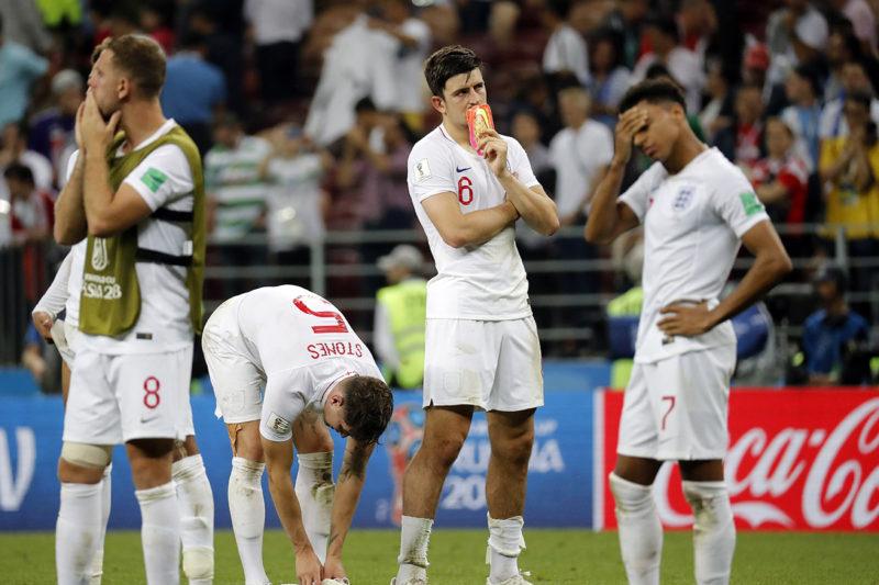 Moszkva, 2018. július 11.Az angol játékosok az oroszországi labdarúgó-világbajnokság elődöntőjében játszott Horvátország - Anglia mérkőzést követő hosszabbítás után a moszkvai Luzsnyiki Stadionban 2018. július 11-én. Horvátország hosszabbítás után 2-1-re győzött. (MTI/EPA/Felipe Trueba)