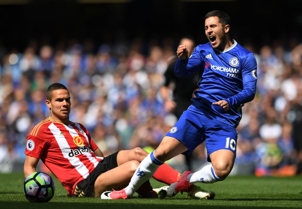 LONDON, ENGLAND - MAY 21:  Jack Rodwell of Sunderland fouls Eden Hazard of Chelsea during the Premier League match between Chelsea and Sunderland at Stamford Bridge on May 21, 2017 in London, England.  (Photo by Shaun Botterill/Getty Images)
