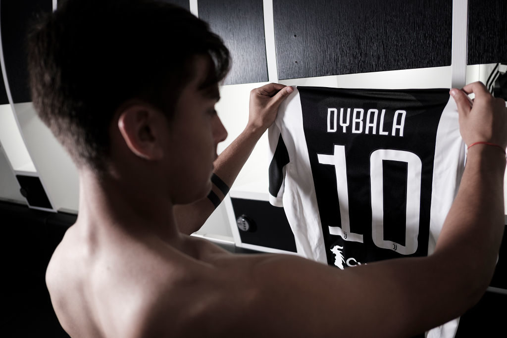 TURIN, ITALY - AUGUST 10:  Paulo Dybala poses with his new Juventus #10 shirt on August 10, 2017 in Turin, Italy.  (Photo by Daniele Badolato - Juventus FC/Getty Images)