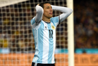 Agrentina's Angel Di Maria reacts to a missed goal during their friendly international football match between Brazil and Argentina at the MCG in Melbourne on June 9, 2017. / AFP PHOTO / SAEED KHAN / IMAGE RESTRICTED TO EDITORIAL USE - STRICTLY NO COMMERCIAL USE