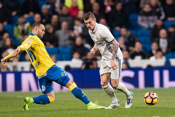 MADRID, SPAIN - MARCH 01: Toni Kroos of Real Madrid (R) in action against Jese Rodríguez of UD Las Palmas (L) during their La Liga match between Real Madrid vs Las Palmas at the Santiago Bernabeu Stadium on 01 March 2017 in Madrid, Spain. (Photo by Power Sport Images/Getty Images)