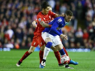 Ross Barkley of Everton and Roberto Firmino of Liverpool during the Barclays Premier League match between Liverpool and Everton played at Anfield, Liverpool, England, on April 20, 2016 - Photo Matt West / BPI / DPPI