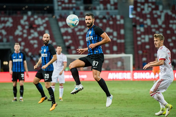 SINGAPORE, SINGAPORE - JULY 27: FC Internazionale Midfielder Antonio Candreva (C) in action during the International Champions Cup match between FC Bayern and FC Internazionale at National Stadium on July 27, 2017 in Singapore. (Photo by Power Sport Images/Getty Images)