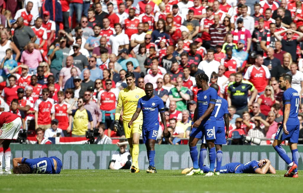Chelsea's Brazilian defender David Luiz (C) and Chelsea's English defender Gary Cahill (2nd R) lie injured after a clash of heads during the English FA Community Shield football match between Arsenal and Chelsea at Wembley Stadium in north London on August 6, 2017. / AFP PHOTO / Daniel LEAL-OLIVAS / NOT FOR MARKETING OR ADVERTISING USE / RESTRICTED TO EDITORIAL USE