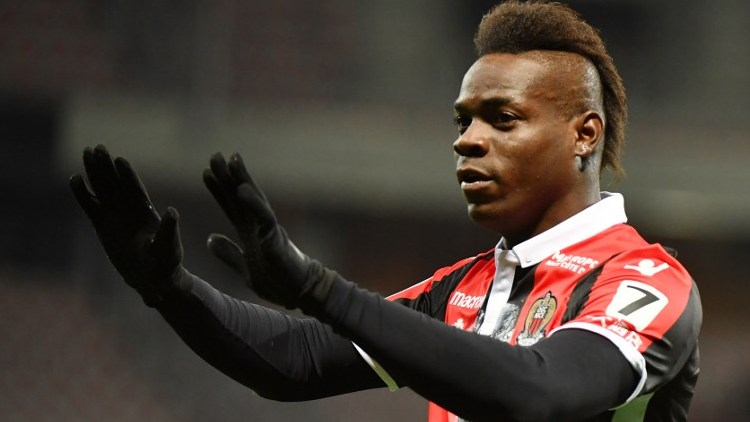 Nice's Italian forward Mario Balotelli celebrates after scoring a goal during the French L1 football match Nice (OGCN) vs Lille (LOSC) on March 2, 2018 at Allianz Riviera Stadium in Nice.  / AFP PHOTO / YANN COATSALIOU