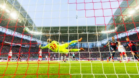 Bayern Munich's forward Sandro Wagner (2nd from L) scores past Leipzig's Hungarian goalkeeper Peter Gulacsi the opening goal during the German first division Bundesliga football match between RB Leipzig and FC Bayern Munich in Leipzig, eastern Germany on March 18, 2018.  / AFP PHOTO / ROBERT MICHAEL / RESTRICTIONS: DURING MATCH TIME: DFL RULES TO LIMIT THE ONLINE USAGE TO 15 PICTURES PER MATCH AND FORBID IMAGE SEQUENCES TO SIMULATE VIDEO. == RESTRICTED TO EDITORIAL USE == FOR FURTHER QUERIES PLEASE CONTACT DFL DIRECTLY AT + 49 69 650050  / RESTRICTIONS: DURING MATCH TIME: DFL RULES TO LIMIT THE ONLINE USAGE TO 15 PICTURES PER MATCH AND FORBID IMAGE SEQUENCES TO SIMULATE VIDEO. == RESTRICTED TO EDITORIAL USE == FOR FURTHER QUERIES PLEASE CONTACT DFL DIRECTLY AT + 49 69 650050