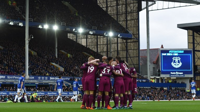 Manchester City's German midfielder Leroy Sane celebrates with teammates after scoring the opening goal of the English Premier League football match between Everton and Manchester City at Goodison Park in Liverpool, north west England on March 31, 2018. / AFP PHOTO / Paul ELLIS / RESTRICTED TO EDITORIAL USE. No use with unauthorized audio, video, data, fixture lists, club/league logos or 'live' services. Online in-match use limited to 75 images, no video emulation. No use in betting, games or single club/league/player publications.  /